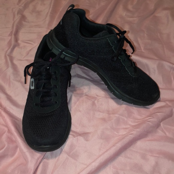 Skechers Shoes - Skechers skech-knit memory foam sneakers size 9